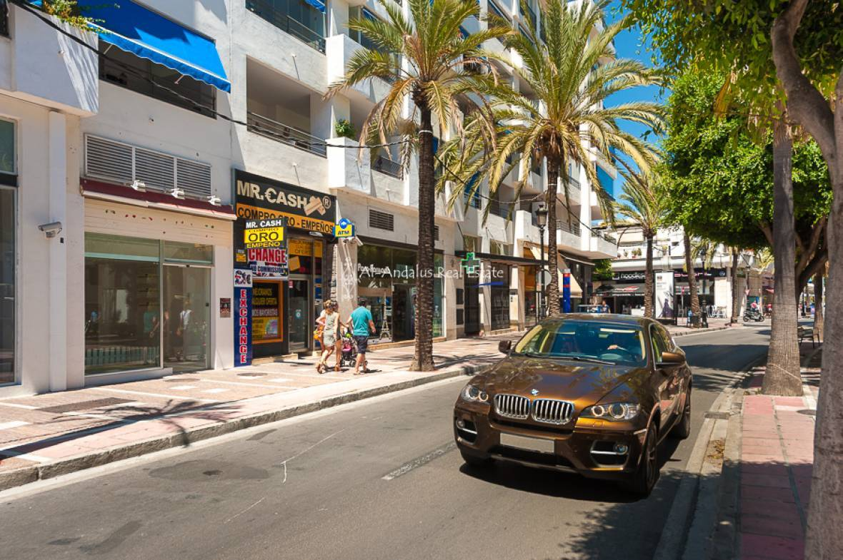 Commercial for sale in puerto ban s marbella m laga ref 735216 al andalus real estate - Comer en puerto banus ...