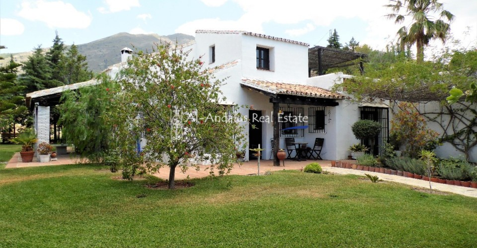 Country Home for sale in Canillas de Aceituno Málaga