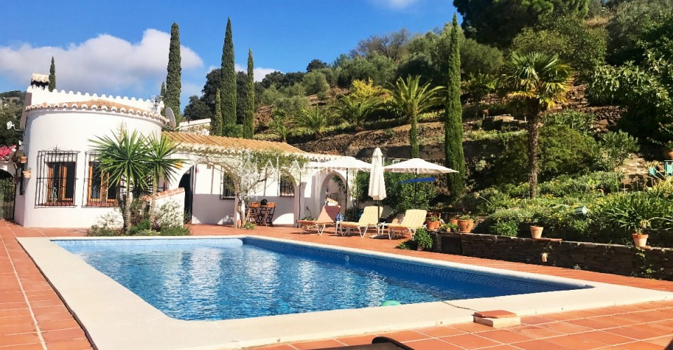 Country Home for sale in Sayalonga Málaga
